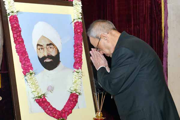 President pays homage to Giani Zail Singh on his birth anniversary