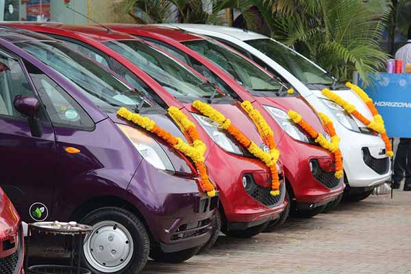 Tata Motors delivers 1100 passenger vehicles in one day as the festive season commences with Ganesh Chaturthi