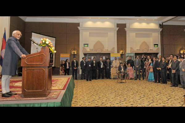 Vice President meets members of Indian Community in Phnom Penh, Cambodia