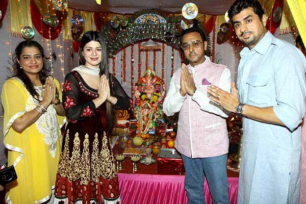 Celebs came for Maha Aarti with Nashik dhol at Goregaon East