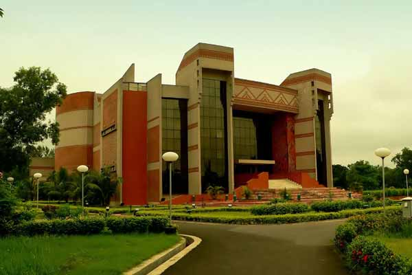 PG Program for Executives Visionary Leadership in Manufacturing at IIM Calcutta