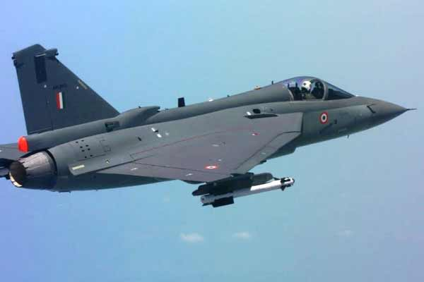 IAF plans to commission LCA Tejas in combat role by 2017