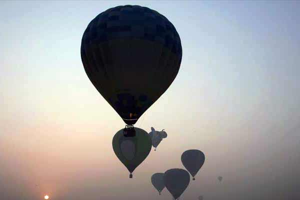 Taj Hot Air Balloon festival starts in Agra