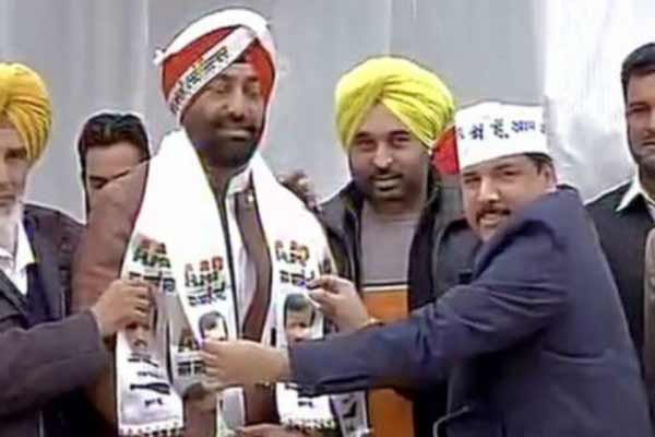 21 AAP members from Punjab join Congress