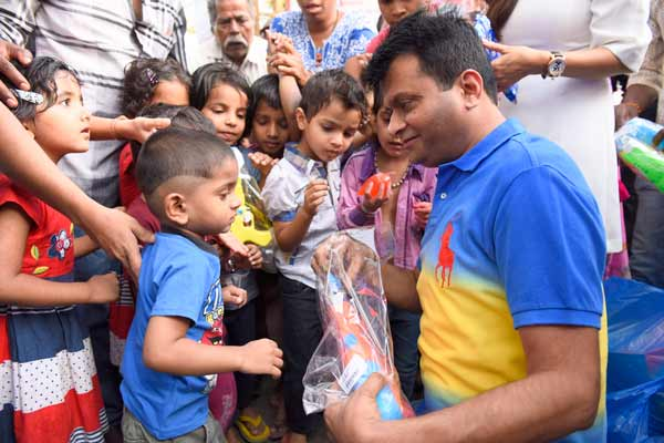 Aneel Murarka of Ample Miission celebrated Holi with underprivileged children