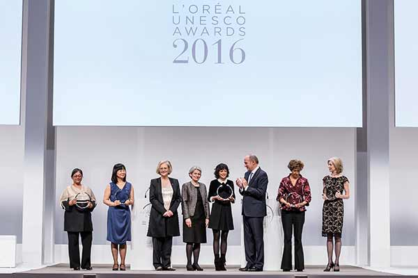 The L'Oréal Foundation in partnership with UNESCO launches a manifesto to promote the role of women in science