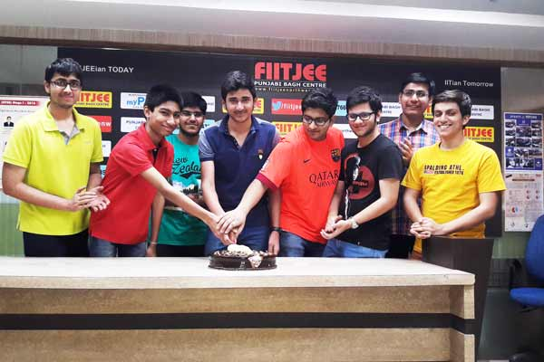 """CBSE releases JEE Main 2016 """"marks"""", students of DELHI Shines"""