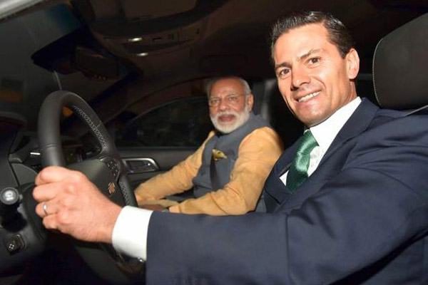 Mexican Prez drives PM Modi to restaurant for dinner