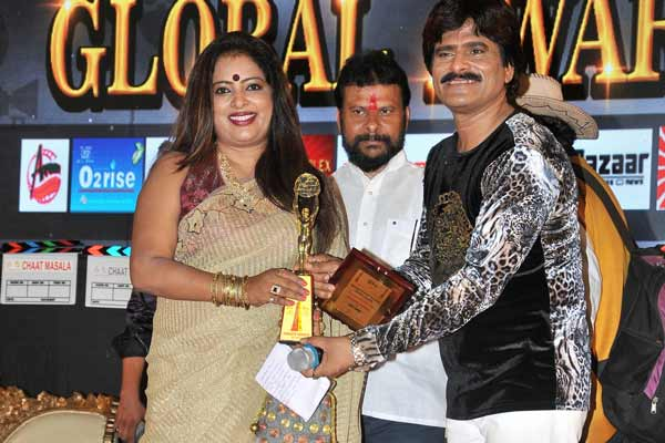 Sangeeta Vardhan recipient of The Best Anchor of the Year Award at Business & Entertainment Global Awards 2016