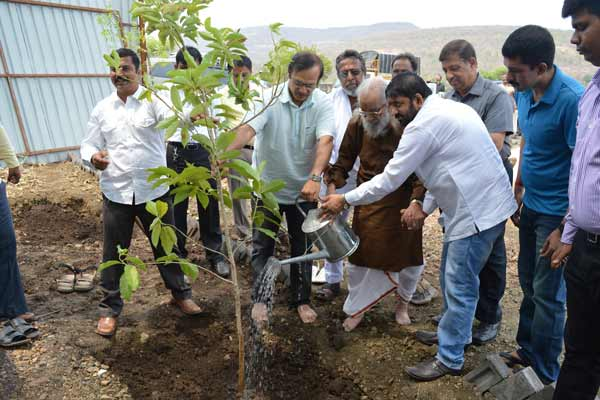 Tree plantation at the hands of Maharashtra Bhushan Shivshahir Babasaheb Purandare