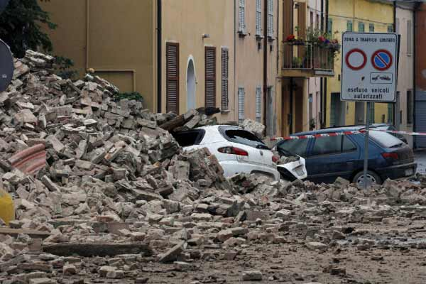 Earthquake flattens towns in central Italy; At least 120 killed
