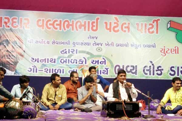 Gujarati Daayraa Programme organised successfully in Aid of Orphans and Cowshed in the presence of thousands of people