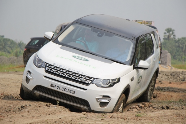 LAND ROVER ANNOUNCES A THRILLING OFF-ROAD DRIVE EXPERIENCE FOR ITS CUSTOMERS IN LUDHIANA
