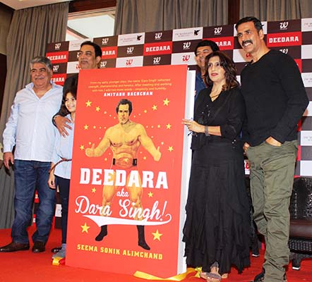 Akshay Kumar and Vindu Dara Singh release The Book 'Deedara aka Dara Singh'