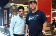 Spotted: Craig McMillan, NZ team coach visits TGI Fridays at the Pavillion mall in Pune