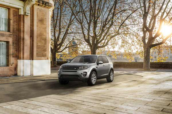 STAY CONNECTED WITH THE NEW MODEL YEAR 2018 LAND ROVER DISCOVERY SPORT