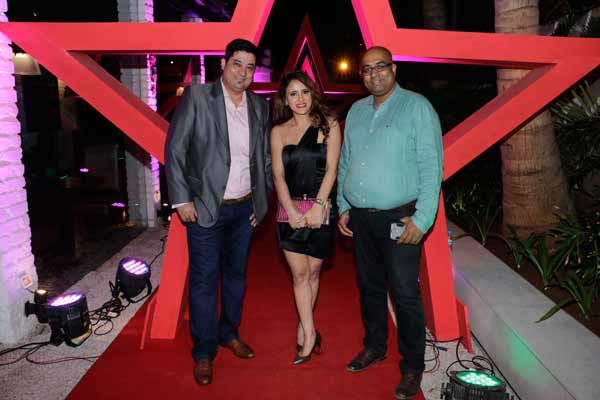Guests at Razzberry Rhinoceros, Juhu raised a toast to 2017 and danced the night away to world-class Dj Sandy & Shefali Saxena