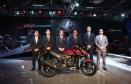 """Honda's NEW 160cc motorcycle """"X-Blade"""" is loaded with several industry-first features"""