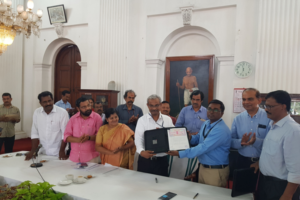 Govt of Kerala signs Agreement with Cochin Shipyard Limited for Procurement of Marine Ambulance for Fisheries Department
