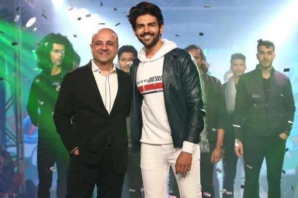Kartik Aaryan Sets The Ramp on Fire Sporting MUFTI's Autumn Winter '18 Collection