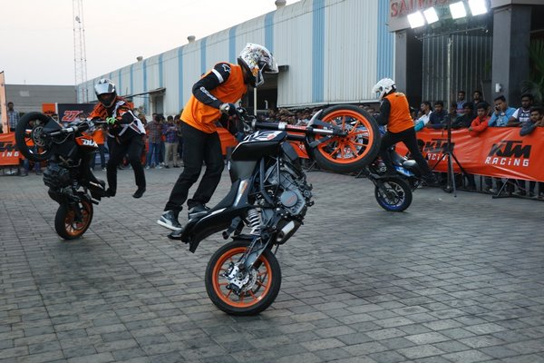 KTM organises a spectacular Stunt show in Chakan