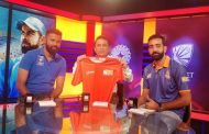Players Of Pro Volleyball League Presented The Mumbai Team Jersey To The Cricket Legend Sunil Gavaskar