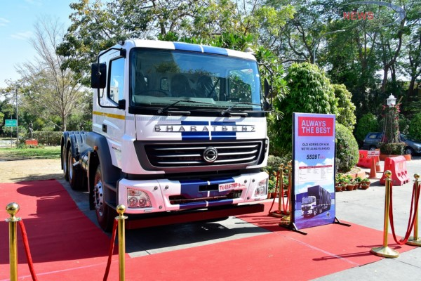 New axle load regulations: first upgraded BharatBenz models handed over to customers