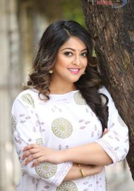 Tanushree Dutta - Tinsel town is full of liars, showoffs and spineless hypocrites.