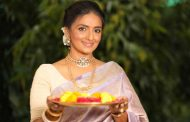 Actress Shanthipriya embraces the Indian festivity in her traditional best